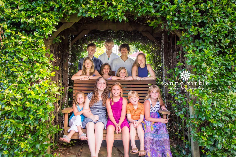 family-reunion-kids-in-swing