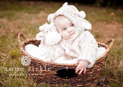 baby-girl-in-giraffe-coat