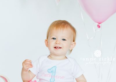 baby-girl-with-balloons-and-banner