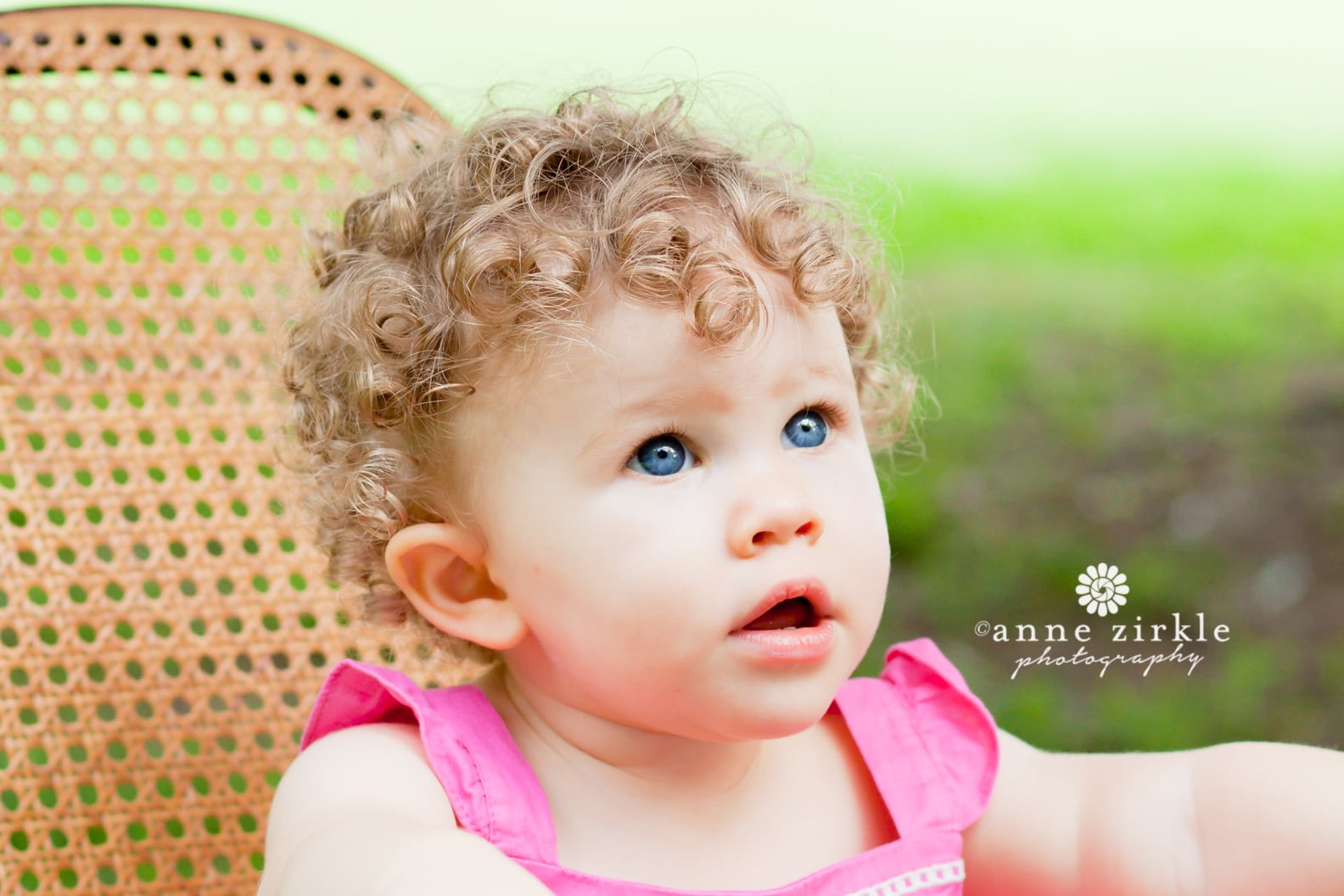 baby-girl-with-curly-hair-and-blue-eyes