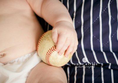 baby-holding-baseball