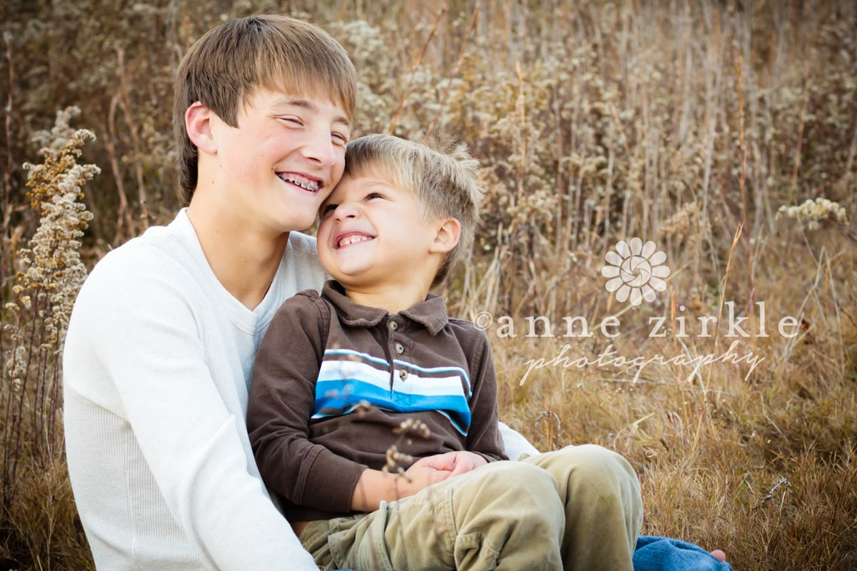 brothers-laughing-in-a-field1