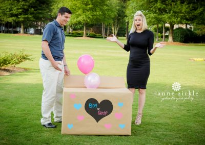 gender-reveal-with-balloons