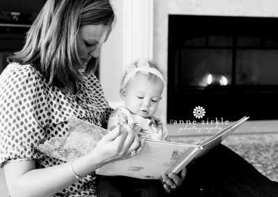 lifestyle-photo-baby-girl-reading-with-mom