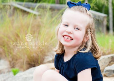 little-girl-with-bow-in-hair-and-missing-teeth1