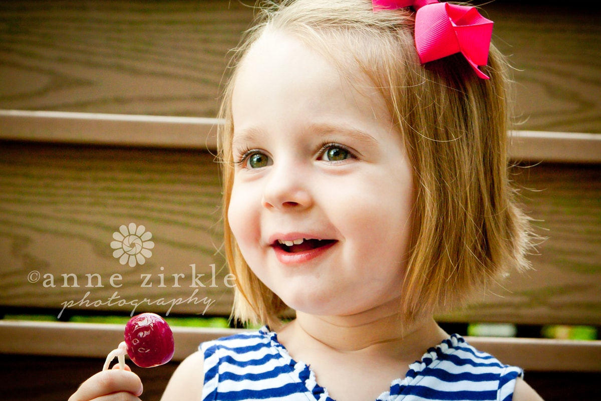 little-girl-with-lollipop1