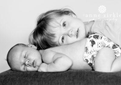 newborn-baby-with-big-sister
