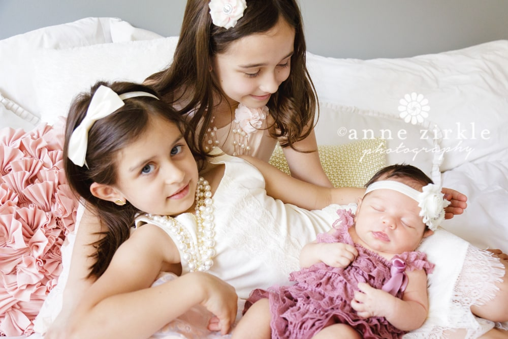 newborn-girl-with-two-big-sisters