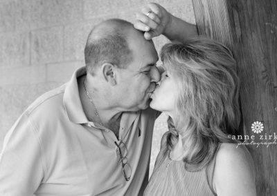 older-couple-kissing