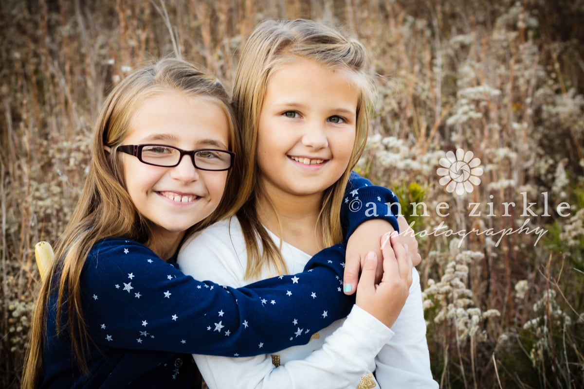 sisters-in-an-autumn-field1