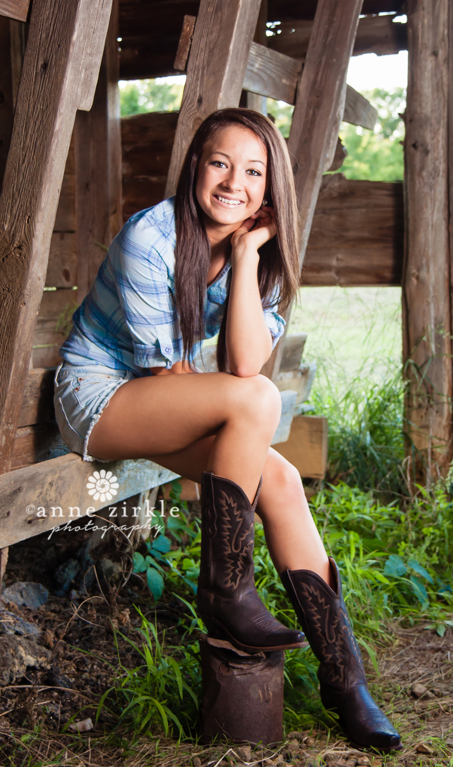 teen-girl-with-cowboy-boots