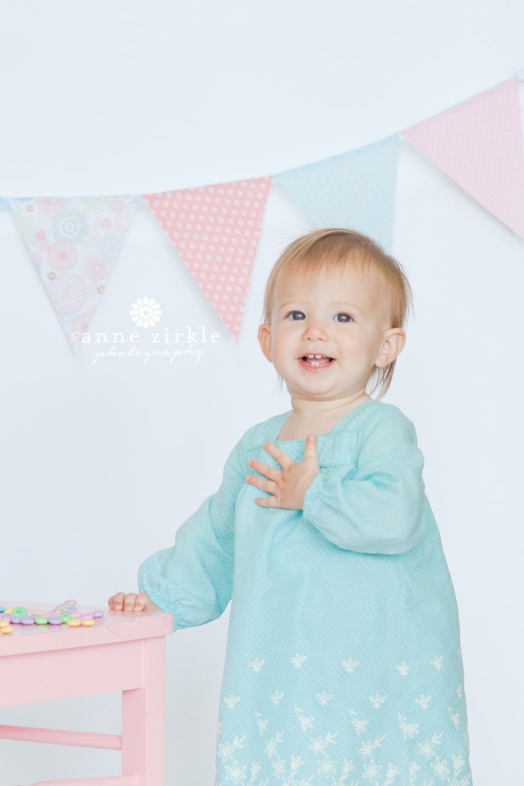 baby-girl-with-birthday-banner