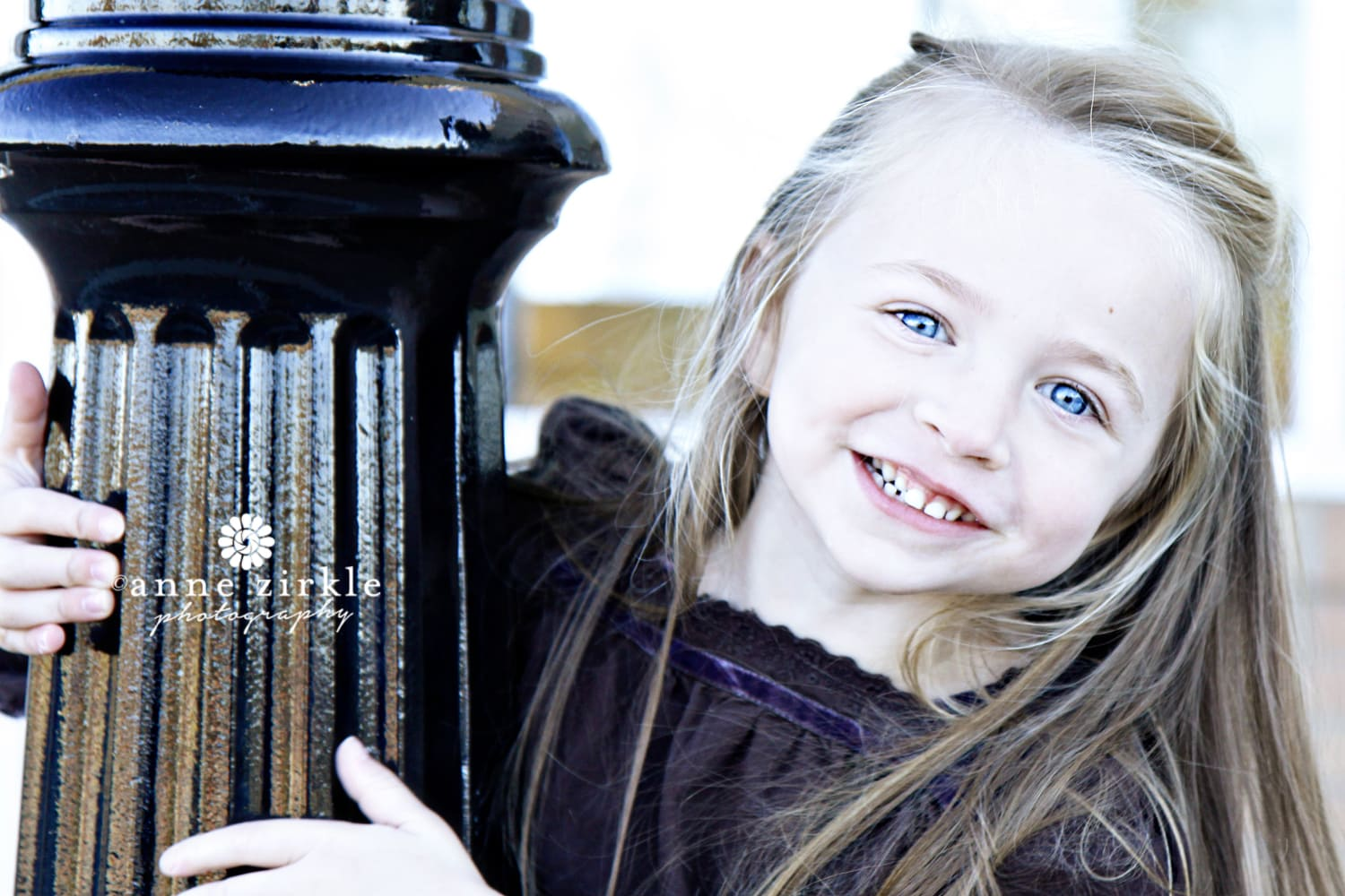 little-girl-peeking-around-lamp-post