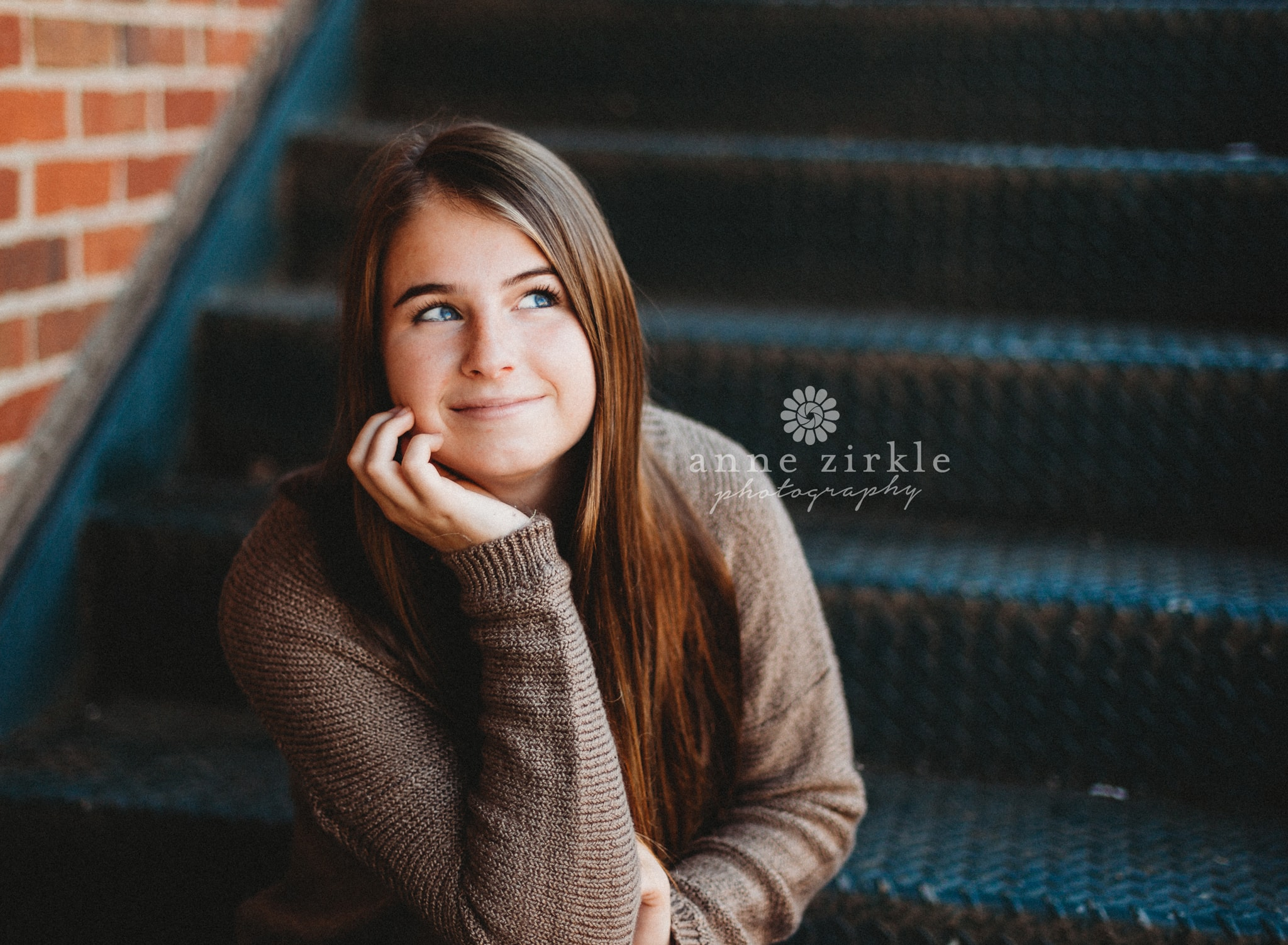 Senior girl sitting on metal steps #mooresville #northcarolina #davidson #lakenorman #southiredell #pinelakeprep #highschool #highschoolsenior #highschoolseniors #seniors