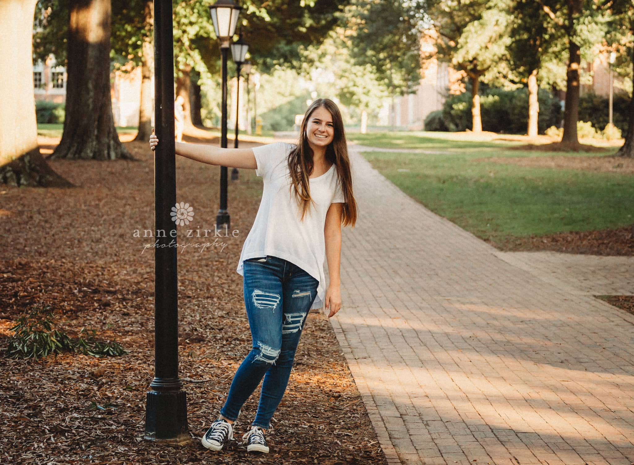 Senior girl standing with lamp post #mooresville #northcarolina #davidson #lakenorman #southiredell #pinelakeprep #highschool #highschoolsenior #highschoolseniors #seniors