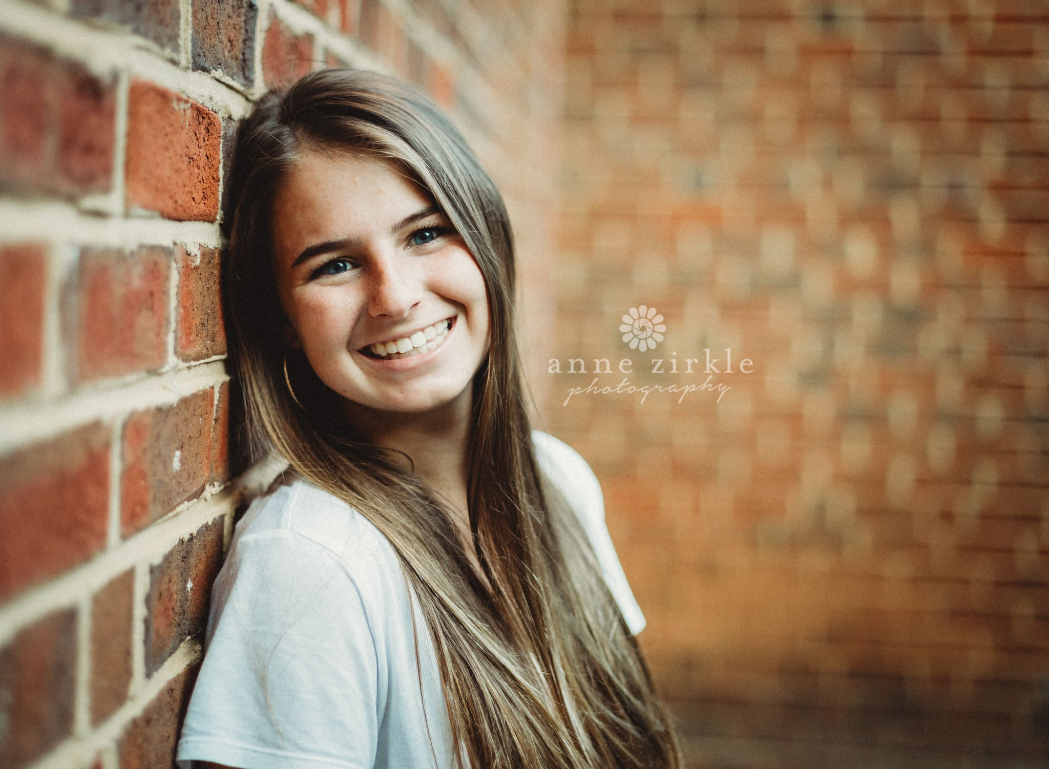 senior girl standing against brick wall #mooresville #northcarolina #davidson #lakenorman #southiredell #pinelakeprep #highschool #highschoolsenior #highschoolseniors #seniors