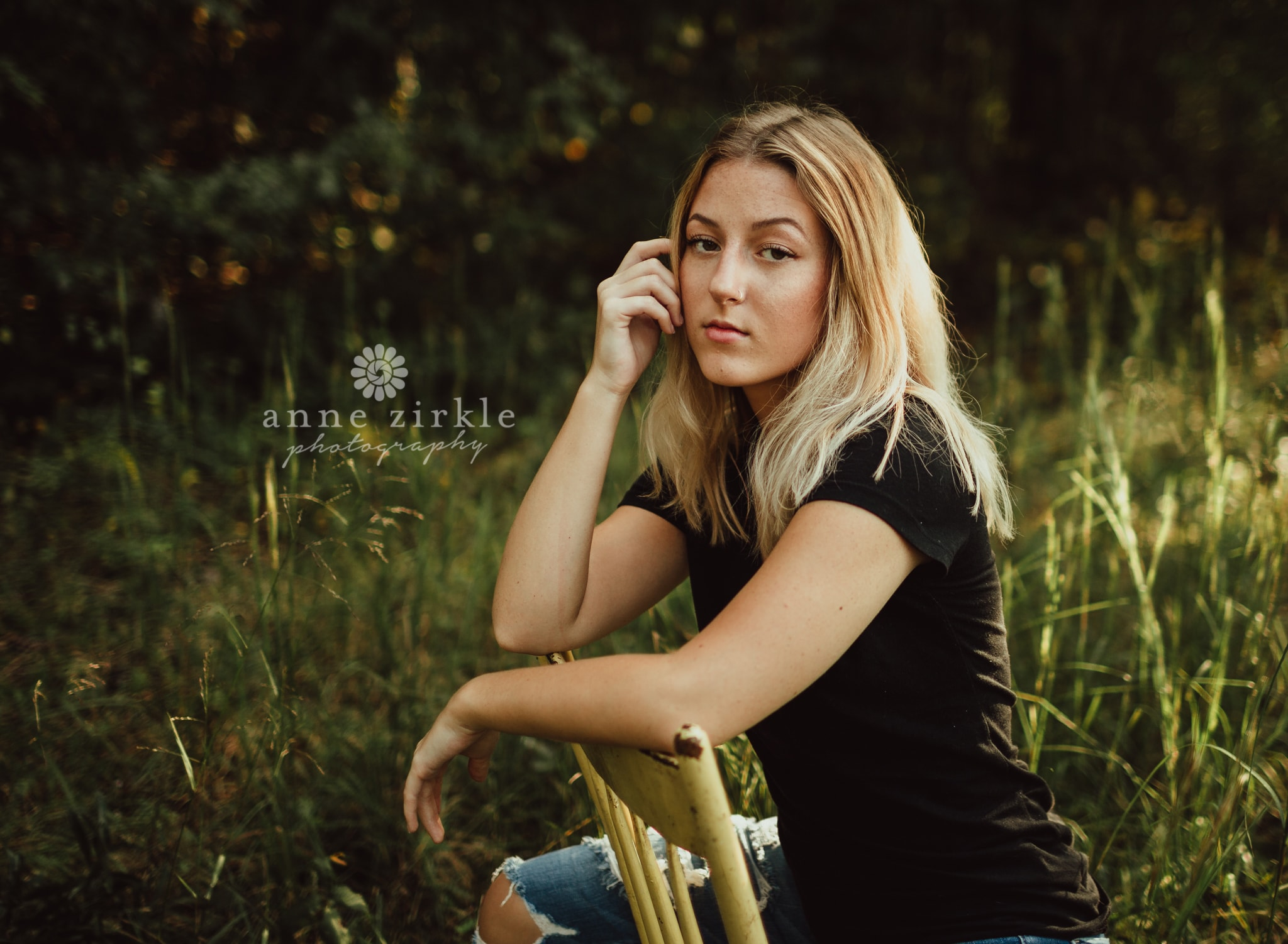 senior girl sitting in woods on painted chair #mooresville #northcarolina #davidson #lakenorman #southiredell #pinelakeprep #highschool #highschoolsenior #highschoolseniors #seniors
