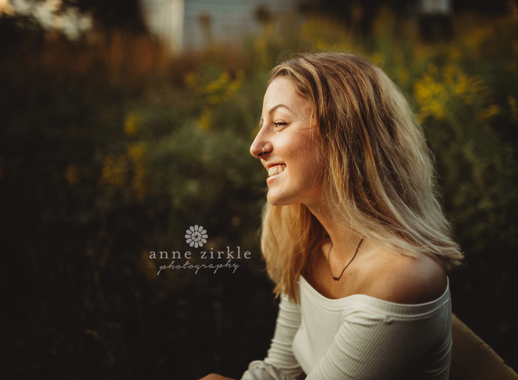senior girl profile with light on face #mooresville #northcarolina #davidson #lakenorman #southiredell #pinelakeprep #highschool #highschoolsenior #highschoolseniors #seniors