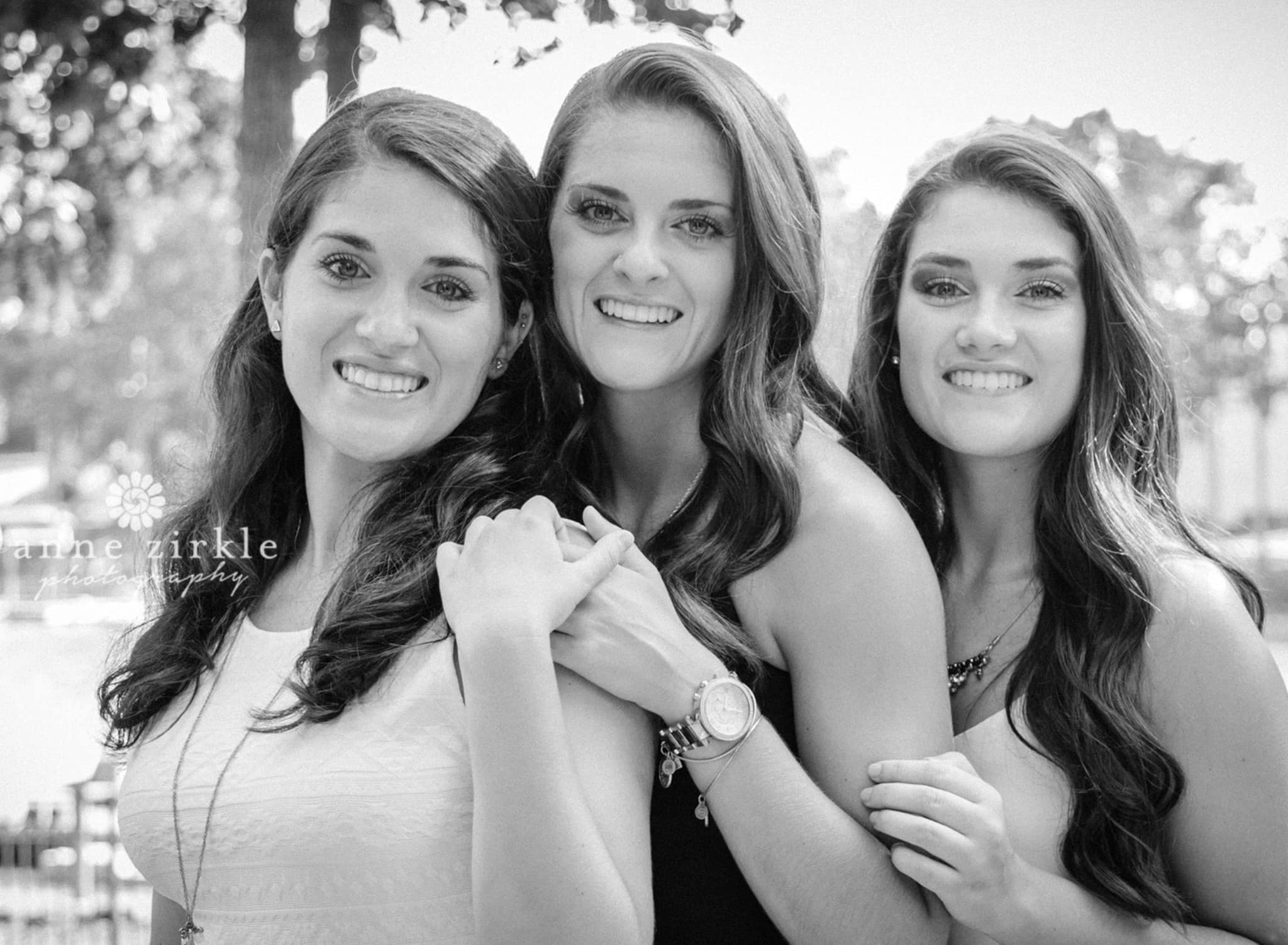 three teen sisters #mooresville #northcarolina #davidson #lakenorman #southiredell #pinelakeprep #highschool #highschoolsenior #highschoolseniors #seniors